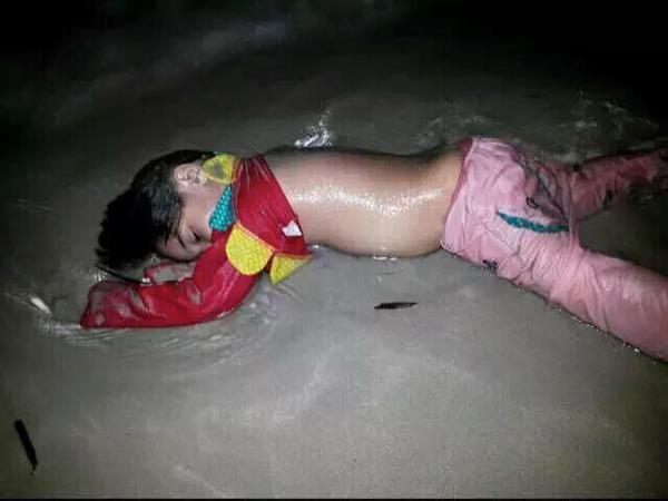 Image currently circulating on Twitter, understood to be that of a refugee child who did not make it to Europe.